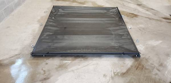Photo Chevy Silverado bed cover - $175 (Mayfield)