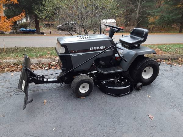 Photo Craftsman riding mower -w- snow plow - $420 (Hunlock creek)