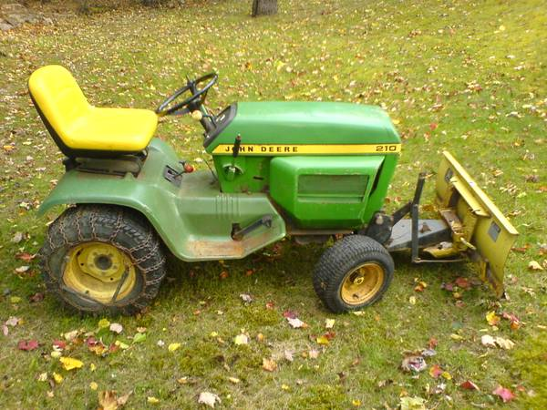 Photo John Deere 210 with snow plow - $475 (Milford Pike county)