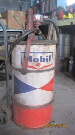 Photo Mobil Oil Drum 16 gal. on Cart w Hand Crank Pump  Meter - $250 (Dupont)