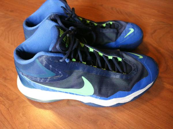 Photo NIKE MENS BASKETBALL BOOTS SHOES SZ 8 - $25 (WILKES BARRE)