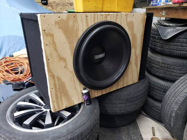 Photo SUNDOWN AUDIO X-18 V.2 D2 PRO 18quot DUAL 2-OHM 1500W RMS - $600 (Forest City)