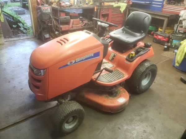 Photo Simplicity Regent 44 inch Deck Lawn Tractor - $500 (Tunkhannock)