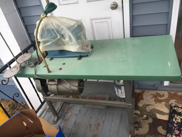 Photo Singer professional 20U sewing machine and table - $100 (Exeter pa 18643)