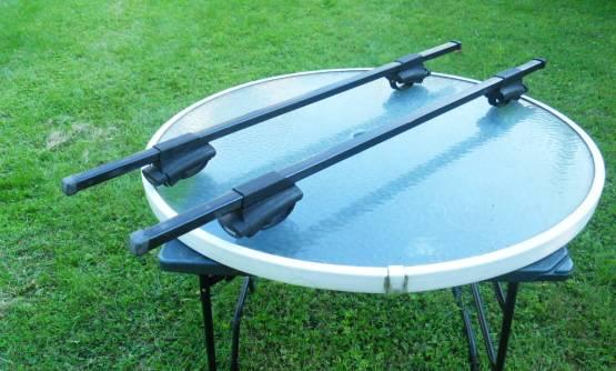 Photo Thule roof rack for raised side rails - $135 (scranton)