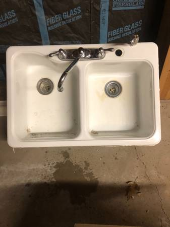 Photo White porcelain sink and Moen faucet - $25 (Clarks summit)