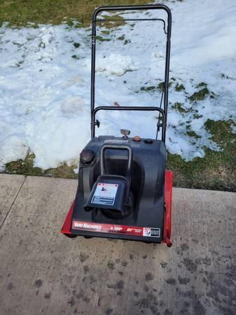 Photo Yard machines 3.5hp 21quot single stage snowblower - $125 (Shavertown)