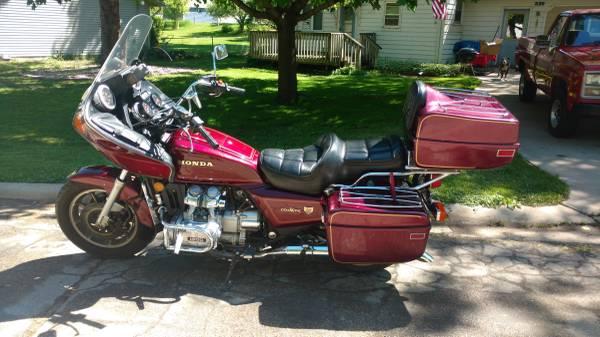 Photo 1984 Honda Goldwing GL 1200 36 k miles - $2,450 (Lake Benton)