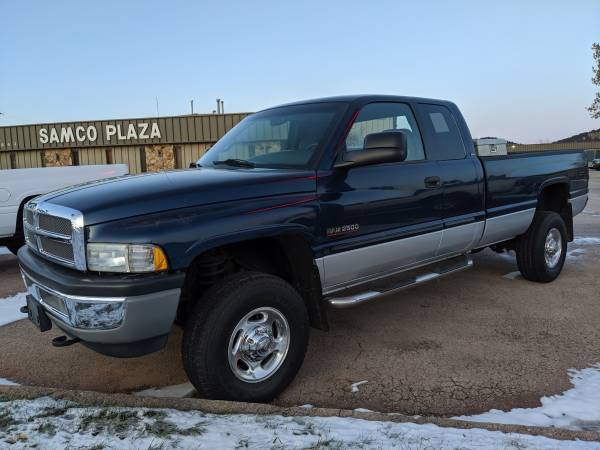 Photo 2001 DODGE RAM 2500 SLT 5.9L HO CUMMINS DIESEL 6-SPD EC LB 4X4 BLUE (RAPID CITY SD)