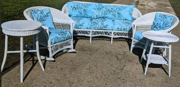 Photo 5 PIECE REAL WHITE WICKER FURNITURE SET - $465 (SIOUX CITY)