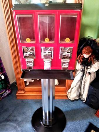 Photo NORTHWESTERN TRIPLE PLAY VENDING MACHINE wan ART DECO STYLE STAND - $150 (NORTHWEST SIDE of SIOUX FALLS)