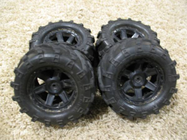 Photo Proline Masher 2.7 monter truck tires - $40 (sioux falls)