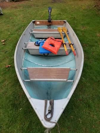 Photo 1239 Crestliner Aluminum boat with 30lb thrust MinnKota electric motor - $750 (Auburn)