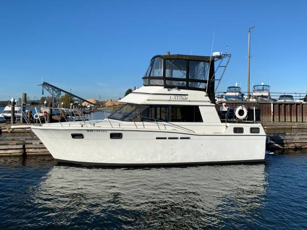 Photo 1988 Carver 3207 AFT Cabin Solid Vessel with 2 Berth2 Bath Boat - $39,500 (Seattle, Bellevue, Eastside, Everett)