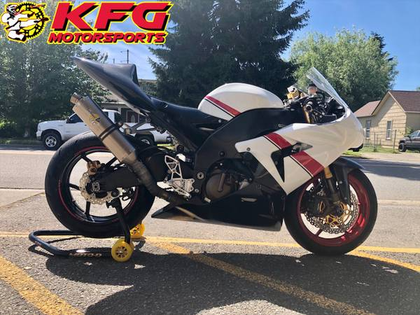 Photo 2005 KAWASAKI ZX10R BUDGET FRIENDLY TRACK BIKE - $3,499 (DOWNTOWN AUBURN)