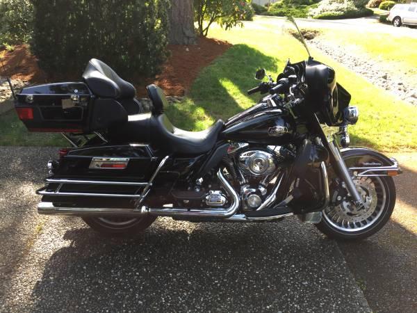Photo 2010 Harley FLHTCU Electra Glide Ultra Classic - $12,500 (Bothell)