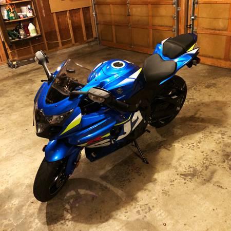 Photo 2015 Suzuki GSXR-1000 low miles(1,200 miles) one owner $9,500 - $9,500 (Everett)