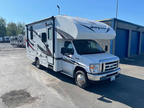 Photo 2018 Jayco Redhawk 22J Class C Motorhome - $78,911 (Very clean Short unit with Bed Slide)