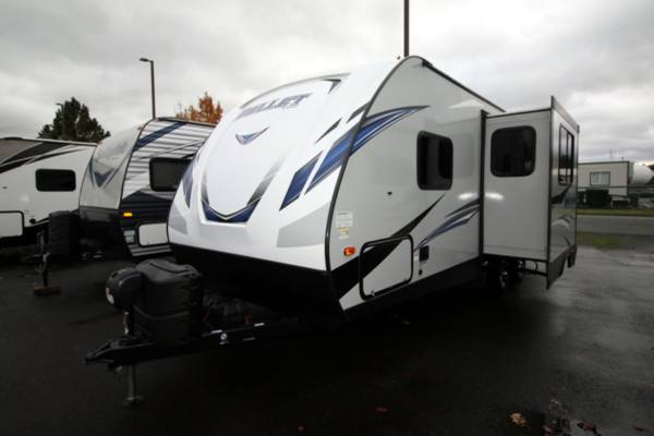 Photo 2020 KEYSTONE BULLET 243BHSWE Travel Trailer - $28,995 (Cing World of Burlington)