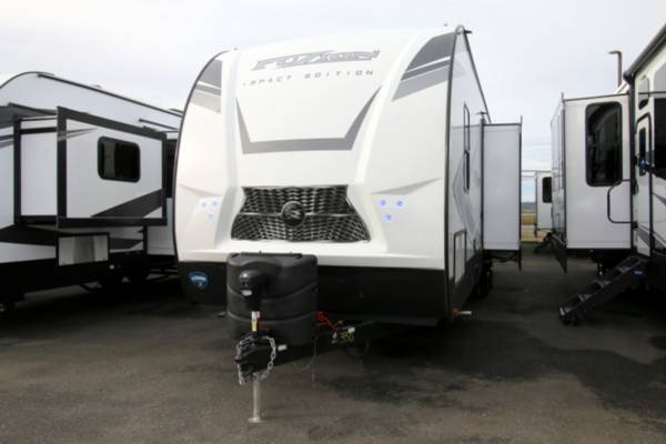 Photo 2020 KEYSTONE IMPACT 330 Travel Trailer Toy Hauler - $49995 (Cing World of Burlington)