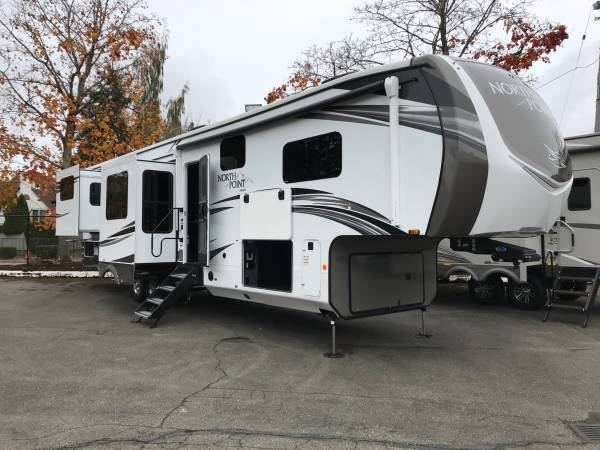 Photo 2021 Jayco North Point luxury 38ft fifth wheel w rear lounge - $78,111 (HUGE OUTDOOR STORAGE)