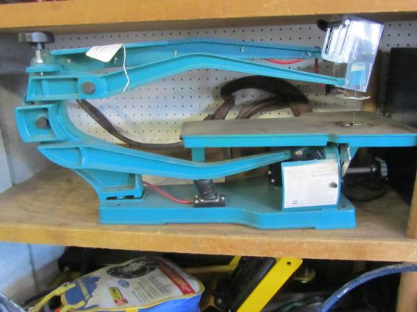 Photo 22 inch scroll saw - $200 (WHITE CENTER)
