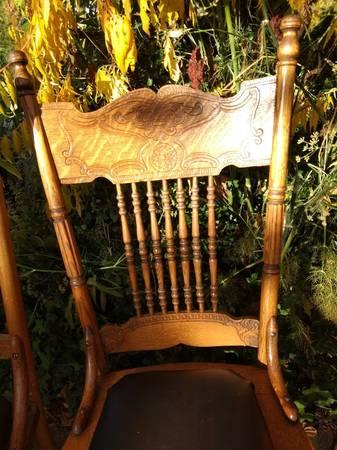Photo Antique Tiger Oak Dining Chair Set - each - $41 (Seattle)