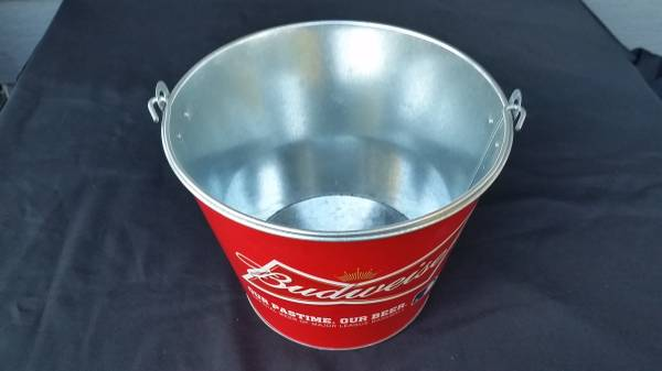 Photo BUDWEISER BEER METAL TIN ICE BUCKET BOTTLE CAN HOLDER NEW - $10 (Tacoma)