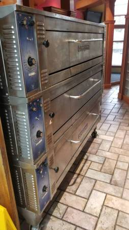 Photo Bakers Pride Triple Deck Oven EP-3-8-5736 - $3900 (Richmond Beach)