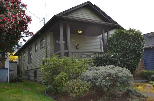 Photo Bright and Clean Wallingford Craftsman (With all systems recently updated) is Av (Seattle)