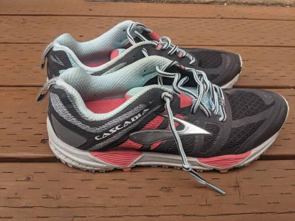 Photo Brooks Cascadia Running Shoes - M39s 10 - $20 (Ballard)