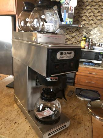 Photo Bunn commercial coffee brewer w3carafes - $300 (Milton)