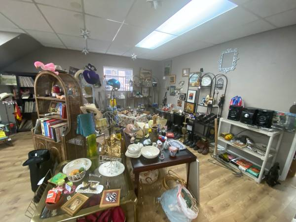 Photo Castaways Uptown Going out of business sale 80 off EVERYTHING (Port Townsend)