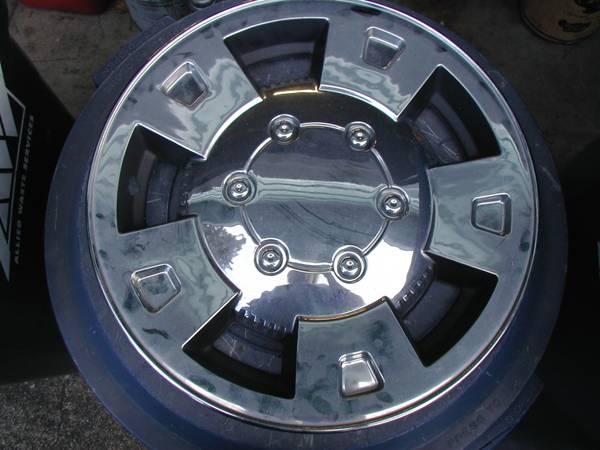 Photo Chevy Colorado wheel covers (Covington)