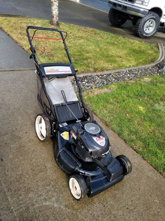 Photo Craftsman self propelled lawn mower 22 inch deck key start - $250 (Bonney Lake)