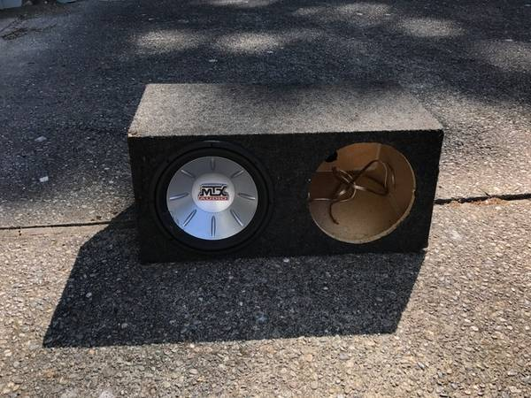 Photo Dual 12quot Subwoofer Enclosure  1 MTX Audio Subwoofer - $70 (Redmond)