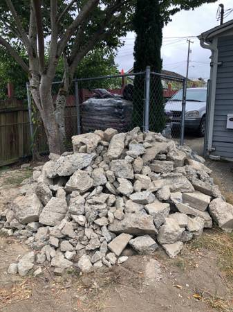 Photo FREE CONCRETE CHUNKS (Seattle -North Beacon Hill)