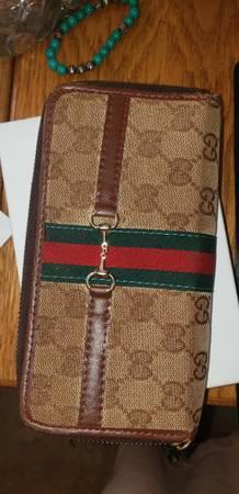 Photo Gucci wallet zip GG clutch horseshoe - $75 (Shoreline)