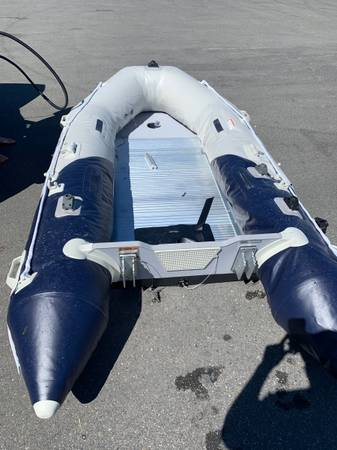 Photo Inflatable boat with 2.5 hp yamaha outboard - $2,500