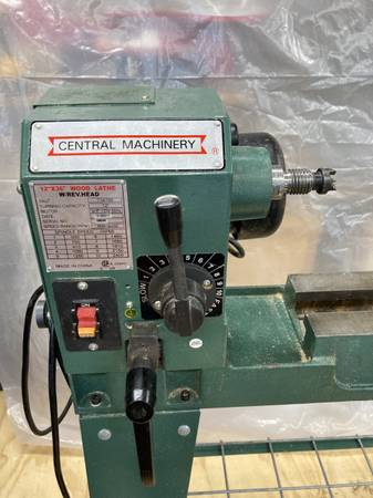 Photo Lathe 12 In. X 33-38 In. 34 HP Wood Lathe With Reversible Head - $220 (ravenna)