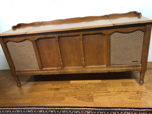 Photo MCM ZENITH vintage stereo console. Record Player Hutch - $125 (Bellevue)