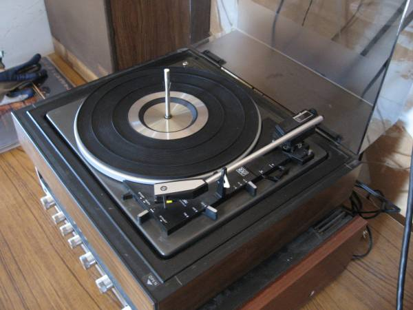 Photo Panasonic Quadraphonic Turntable - $80 (North Beacon Hill Seattle)