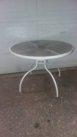 Photo Patio table glass top - $20 (South Seattle)