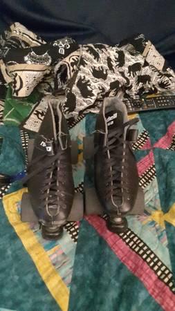 Photo Roller derby roller skates - $400 (Seattle)