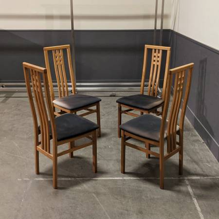 Photo Set of Four Modern Oak Italian Dining Chairs - $200 (Sodo)