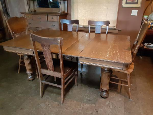 Photo Solid Oak Dining table with 5 chairs - $100 (West Bremerton)