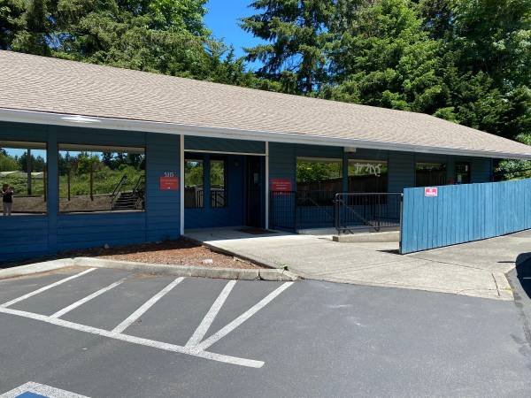 Photo Stand-Alone Commercial Building with Great Visibility and Diverse Floo (Gig Harbor)