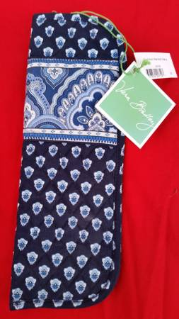 Photo Vera Bradley Blue Hot tools Curling and Flat Iron Cover NEW - $5 (Tacoma)