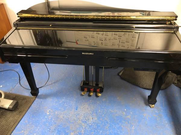 Photo Very beautiful Suzuki mini grand piano working condition - $600 (Tacoma)