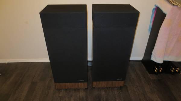 Photo Vintage Polk RTA-12B Speakers - $500 (Bonney Lake)